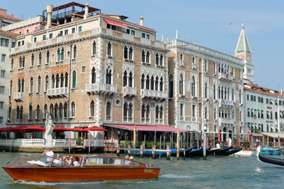 venise-canal-palais