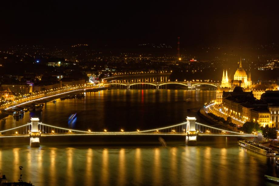Vue de nuit au Mont Gellért à Budapest