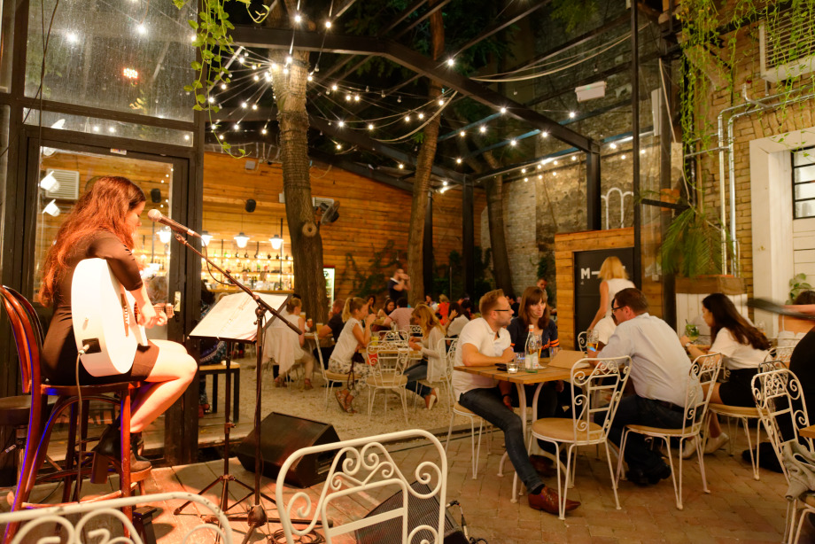 Dîner au restaurant Mazel Tov à Budapest