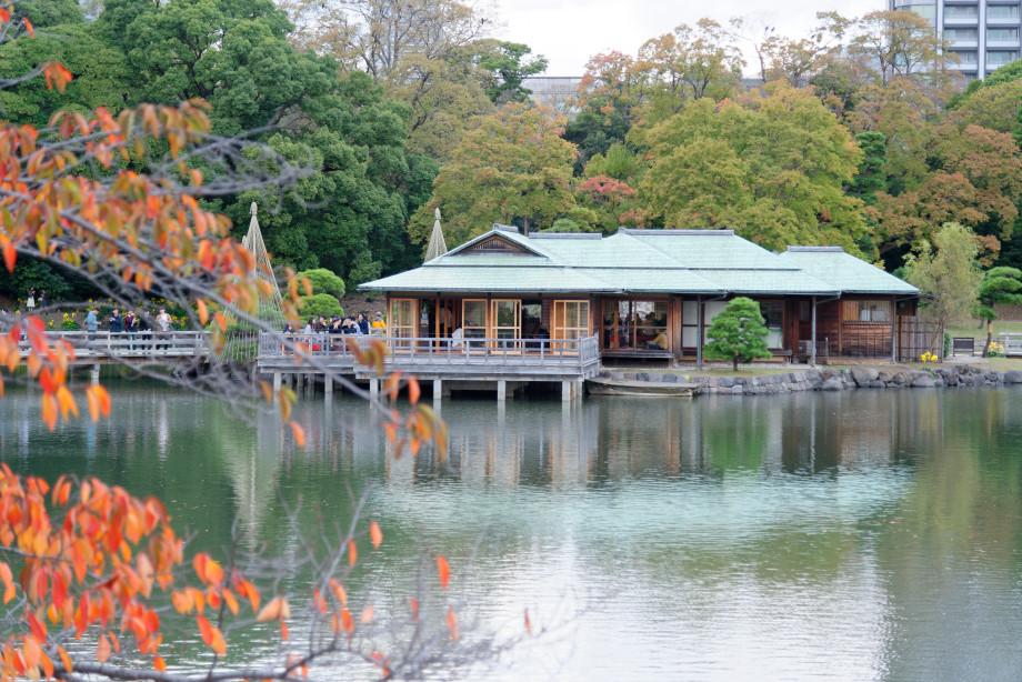 Tea house dans le jardin Hama-Rikyu