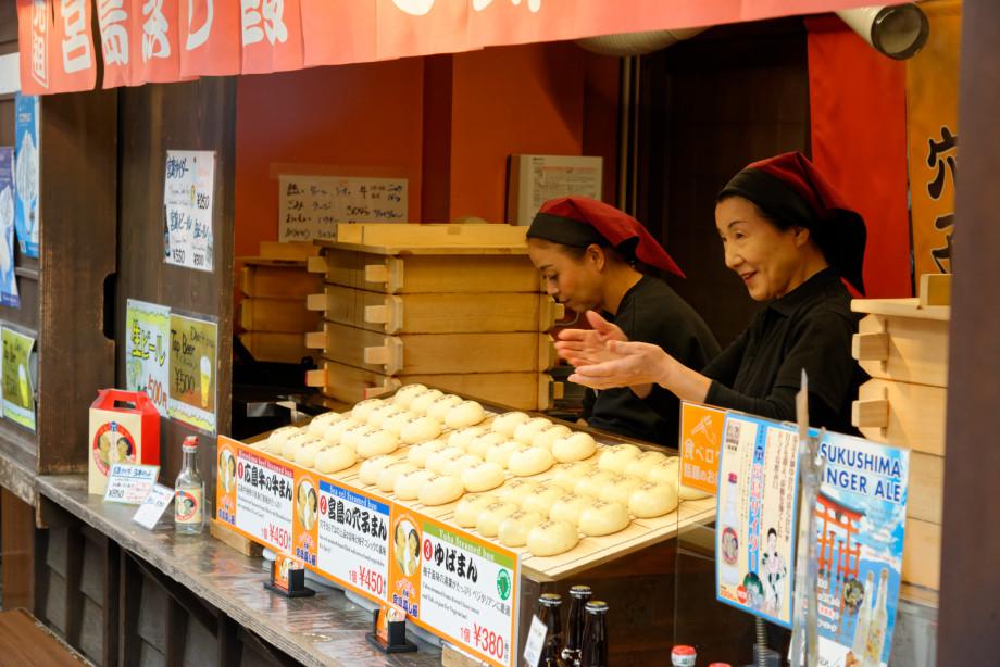vendeuse de brioches à Miyajima