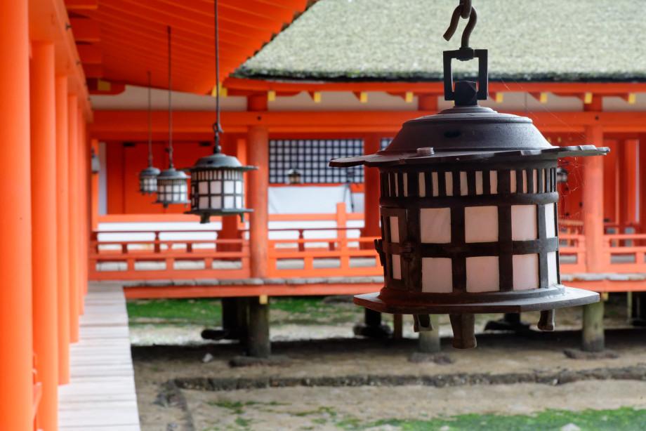 lanternes du sanctuaire d'Itsukushima