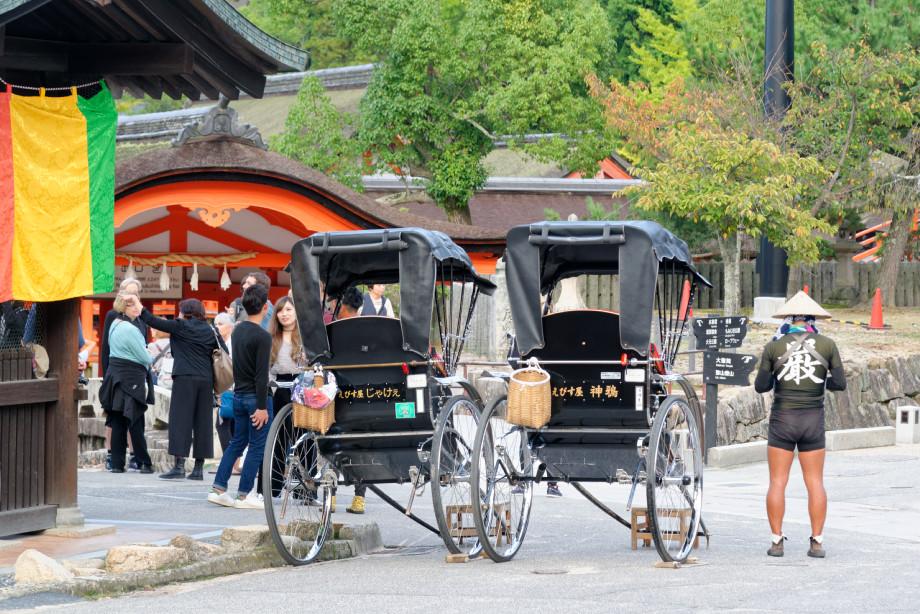 Porteur en tuk tuk à Miyajima