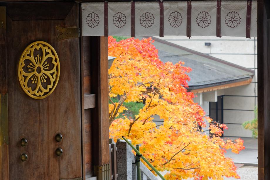 Porte temple Sakurayama-Jinja