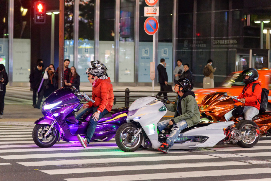 Motos futuristes à Akihabara à Tokyo