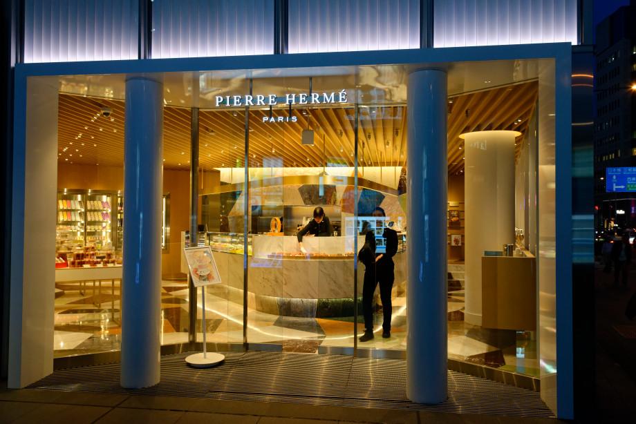 Devanture de la boutique de Pierre Hermé à Tokyo