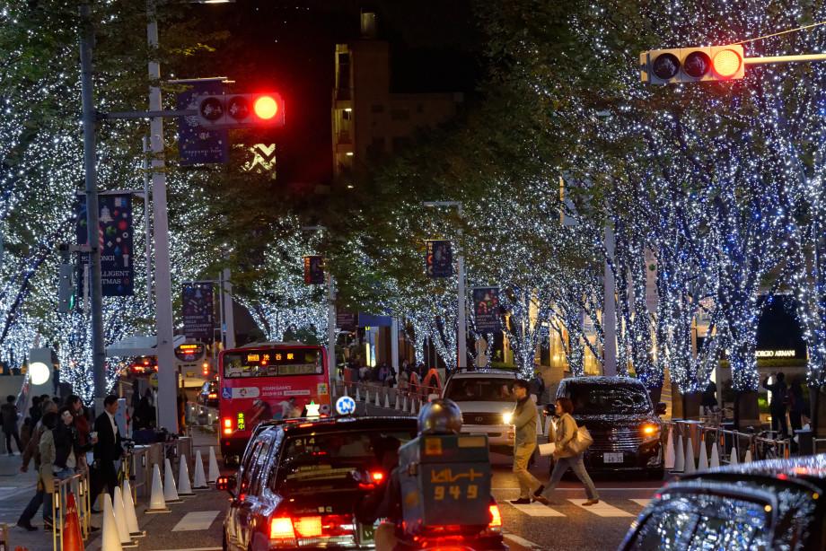 Quartier Roppongi de nuit avec éclairage de noël