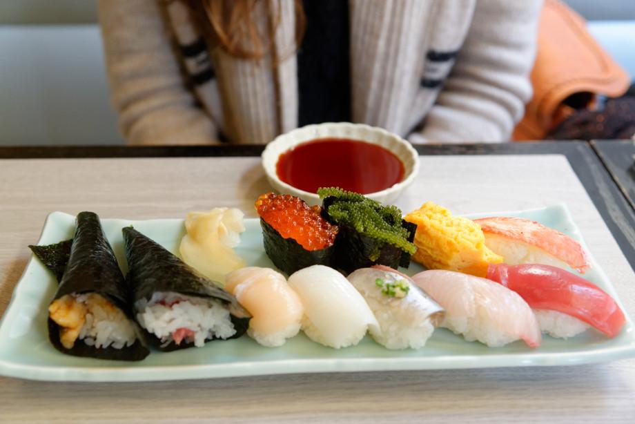 Plateau sushis à Tsukiji