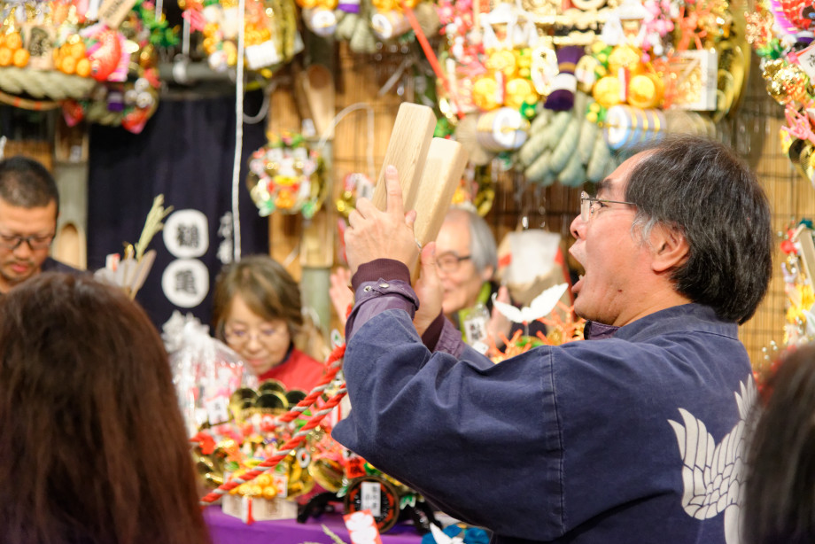 Célébration à la fête Tori-no-Ichi à Tokyo